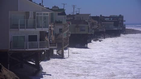Large-waves-crash-along-a-Southern-California-beach-near-Malibu-endangering-houses-and-residents-1