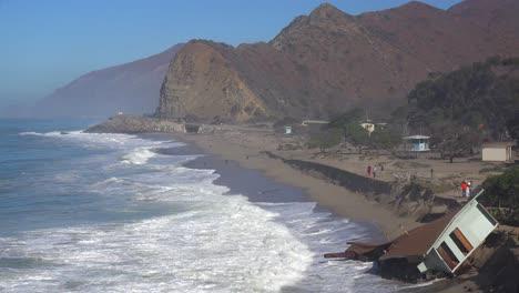 A-house-along-the-Malibu-coastline-collapses-into-the-sea-after-a-major-storm-surge-2