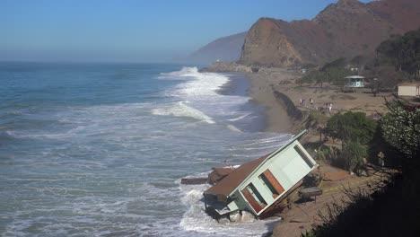 A-house-along-the-Malibu-coastline-collapses-into-the-sea-after-a-major-storm-surge-4