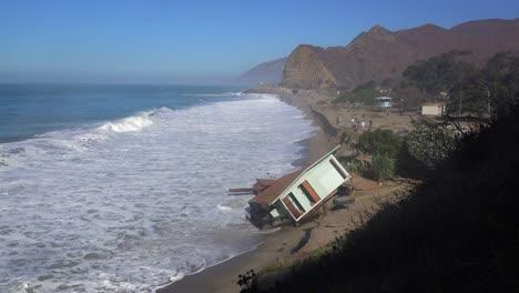 A-house-along-the-Malibu-coastline-collapses-into-the-sea-after-a-major-storm-surge-5