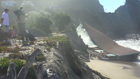 A-house-along-the-Malibu-coastline-collapses-into-the-sea-after-a-major-storm-surge-6