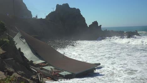 A-house-along-the-Malibu-coastline-collapses-into-the-sea-after-a-major-storm-surge-7