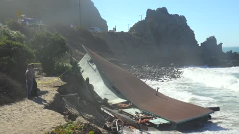 A-house-along-the-Malibu-coastline-collapses-into-the-sea-after-a-major-storm-surge-8