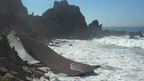 A-house-along-the-Malibu-coastline-collapses-into-the-sea-after-a-major-storm-surge-9