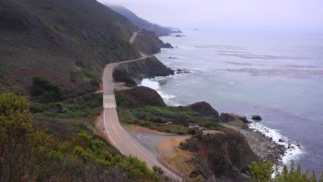 Una-Vista-De-ángulo-Alto-A-Lo-Largo-De-La-Autopista-Uno-De-California