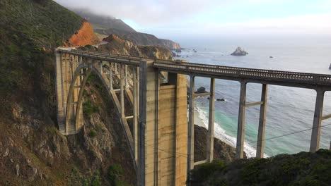 Establecimiento-De-Tiro-Del-Famoso-Puente-Bixby-En-La-Autopista-Uno-De-California-Cerca-De-Big-Sur-