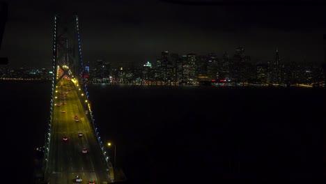 Hermosa-Vista-De-San-Francisco-Desde-Arriba-Del-Puente-De-La-Bahía-En-La-Noche