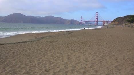 Una-Vista-De-Baker-Beach-En-San-Francisco-Hasta-El-Puente-Golden-Gate-