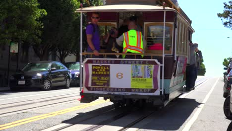 A-cable-car-goes-up-a-hill-in-San-Francisco
