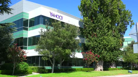 Establishing-shot-of-Yahoo-Headquarters-in-Sunnyvale-California