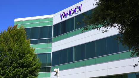 Establishing-shot-of-Yahoo-Headquarters-in-Sunnyvale-California-1