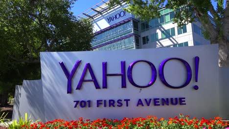 Establishing-shot-of-Yahoo-Headquarters-in-Sunnyvale-California-3