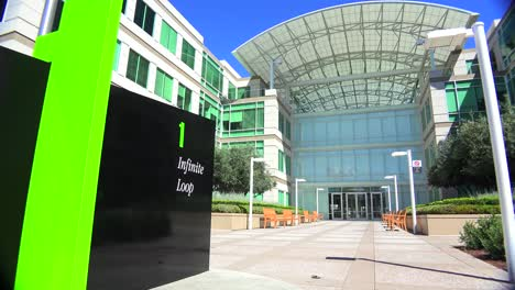 Establishing-shot-of-Apple-Headquarters-in-Cupertino-California-3