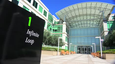 Establishing-shot-of-Apple-Headquarters-in-Cupertino-California-4