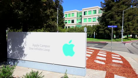 Apple-computer-Headquarters-in-Cupertino-California-1
