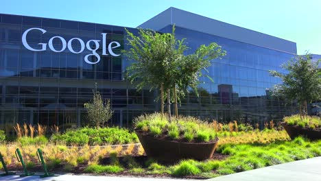 Establishing-shot-of-Google-Headquarters-in-silicon-valley-California-1