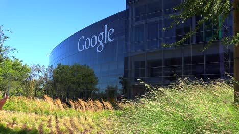 Establishing-shot-of-Google-Headquarters-in-silicon-valley-California-4