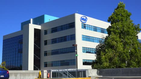 Establishing-shot-of-Intel-Headquarters-in-silicon-valley-california