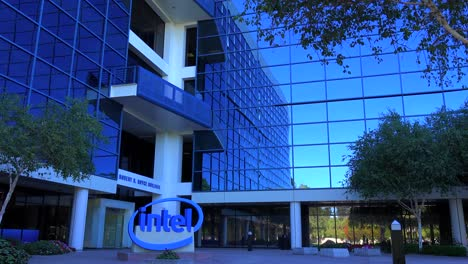 Establishing-shot-of-Intel-Headquarters-in-silicon-valley-california-4