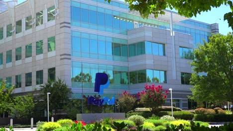 Establishing-shot-of-PayPal-Headquarters-in-silicon-valley-california-1