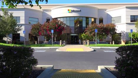 Establishing-shot-of-Microsoft-Headquarters-in-silicon-valley-california