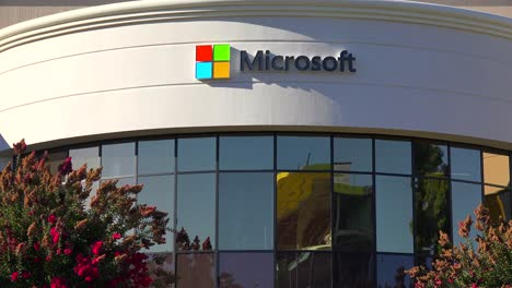 Establishing-shot-of-Microsoft-Headquarters-in-silicon-valley-california-2
