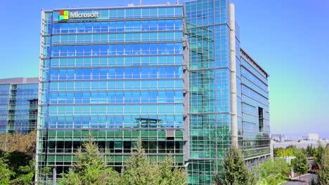 Establishing-shot-of-Microsoft-Headquarters-in-silicon-valley-california-4