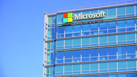 Establishing-shot-of-Microsoft-Headquarters-in-silicon-valley-california-5