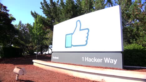 Establishing-shot-of-Facebook-Headquarters-in-silicon-valley-california