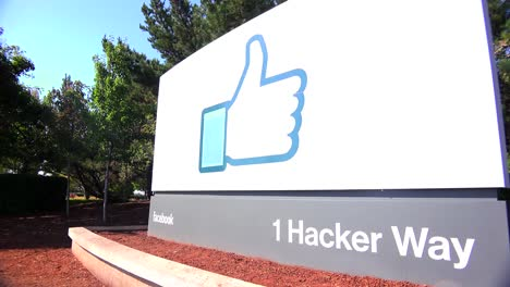 Establishing-shot-of-Facebook-Headquarters-in-silicon-valley-california-1