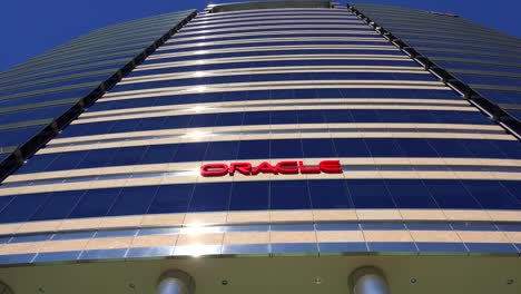 Establishing-shot-of-Oracle-Headquarters-in-silicon-valley-california