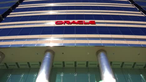 Establishing-shot-of-Oracle-Headquarters-in-Silicon-Valley-California-2