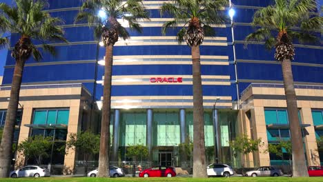 Establishing-shot-of-Oracle-Headquarters-in-Silicon-Valley-California-3