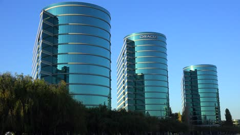 Establishing-shot-of-Oracle-Headquarters-in-Silicon-Valley-California-in-golden-light-1