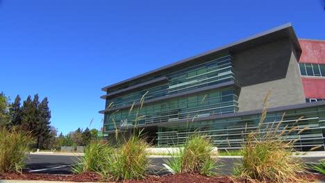 Plano-De-Establecimiento-Del-Exterior-De-Un-Edificio-De-Oficinas-Moderno-Genérico-6