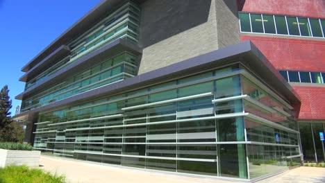 Plano-De-Establecimiento-Del-Exterior-De-Un-Edificio-De-Oficinas-Moderno-Genérico-8