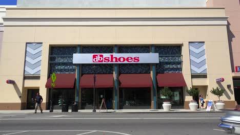Exterior-establishing-shot-of-a-shoe-store