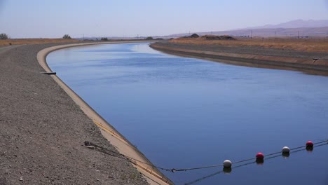 The-California-aqueduct-brings-water-to-drought-plagued-California