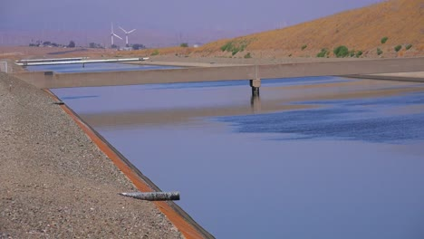 The-California-aqueduct-brings-water-to-drought-plagued-California-2