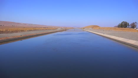 The-California-aqueduct-brings-water-to-drought-stricken-Southern-California
