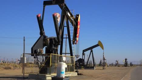 Oil-derricks-pump-crude-in-an-oilfield