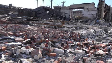 Acres-De-Escombros-Son-Todo-Lo-Que-Queda-De-Los-Edificios-Después-De-Los-Disturbios-En-Ferguson-Missouri-1