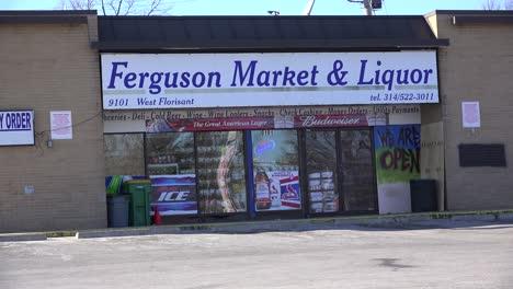 El-Mercado-Ferguson-Y-La-Licorería-Es-El-Punto-Cero-De-Los-Disturbios-Que-Destruyeron-El-Vecindario