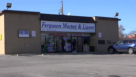 El-Mercado-Ferguson-Y-La-Licorería-Es-La-Zona-Cero-De-Los-Disturbios-Que-Destruyeron-El-Vecindario-3