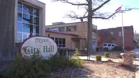 Establishing-shot-of-the-city-hall-and-Policía-station-in-Ferguson-Missouri-1