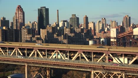 Traffic-moves-across-the-Queensboro-Bridge-with-the-New-York-skyline-background