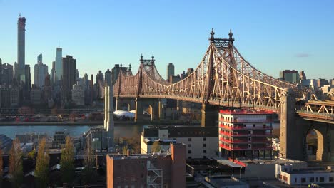 Wide-shot-of-the-Queensboro-Bridge-with-the-New-York-skyline-background