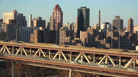 Wide-shot-of-the-Queensboro-Bridge-and-traffic-with-the-New-York-skyline-background