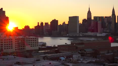 Beautiful-sunset-view-across-Queens-to-lower-Manhattan-in-new-York-City