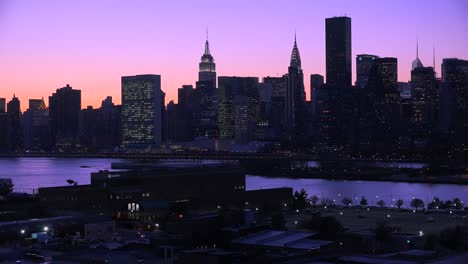 Beautiful-dusk-or-night-shot-of-the-New-York-Manhattan-skyline
